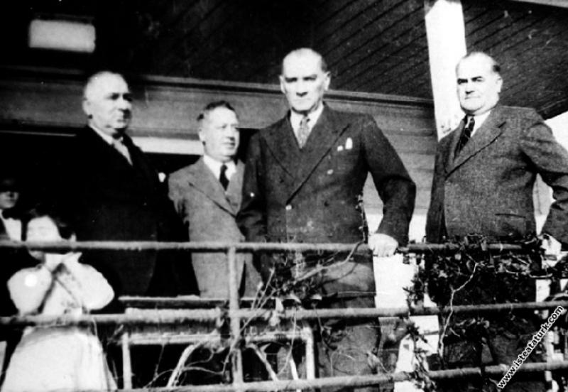 Mustafa Kemal Atatürk Florya'da Kılıç Ali'nin evin...