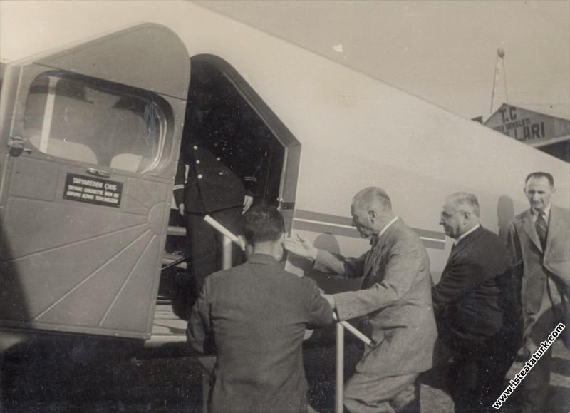 Mustafa Kemal Atatürk, İstanbul Yeşilköy Havaalanı'nda incelemek için bir uçağa binerken. (06.09.1937)