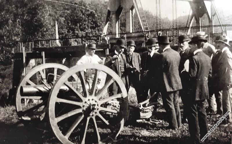Picardie Manevraları'nda, St.Etienne'de top ve tüfek fabrikasında bulunuşu, Fransa. (28.09.1910)