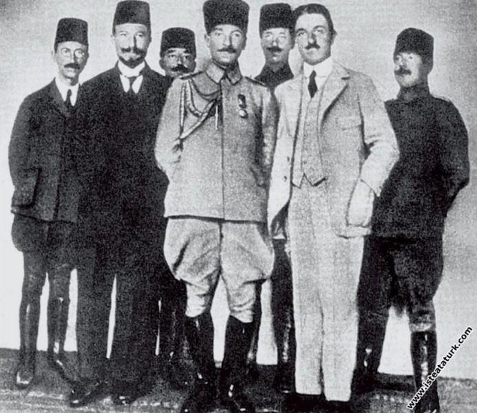 Erzurum Kongresi öncesi 9. Ordu Müfettişi olarak E...