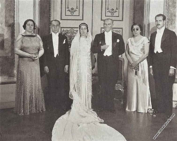 Atatürk, dönemin Dışişleri Bakanı Tevfik Rüştü Ara...