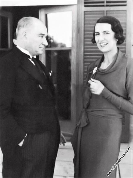 Mustafa Kemal Atatürk, İsveç Elçiliğinde verilen r...