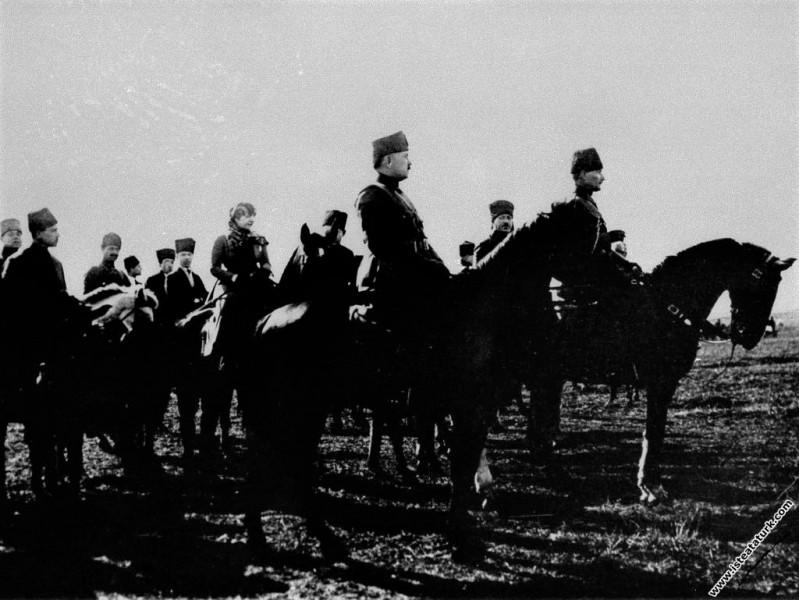 Başkomutan Mustafa Kemal Paşa, Akhisar Çiftlik İst...