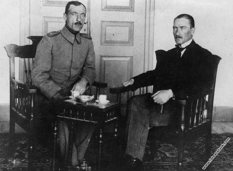 Mustafa Kemal, Eski Bahriye Nazırı H. Rauf Orbay i...