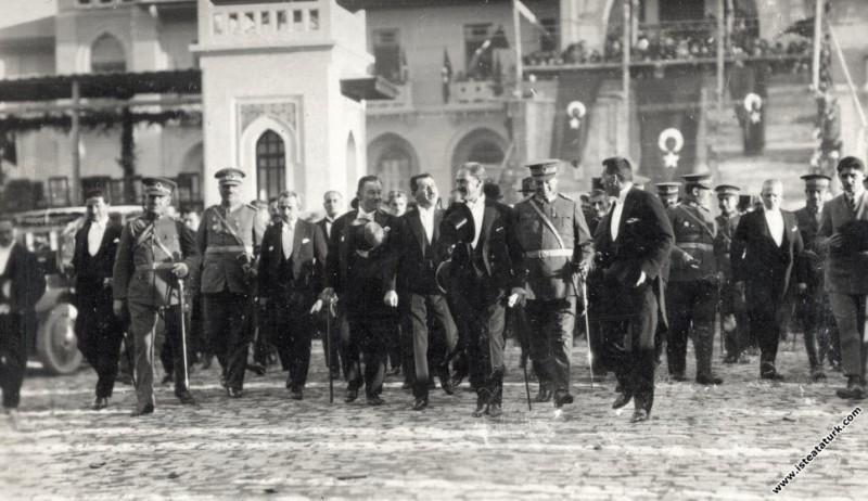 Ulu Önder Atatürk, Cumhuriyet Bayramı kutlama töre...