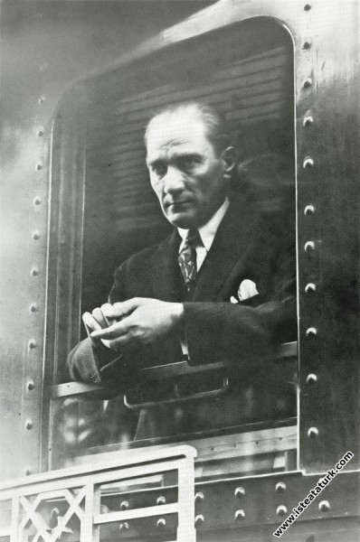 1919'dan sonra İstanbul'a ilk gidişinde Ankara'dan...