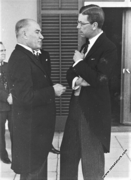 Atatürk, İsveç  Veliahtı Gustav Adolf'la, İsveç El...