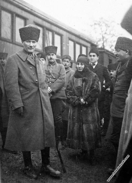 Başkomutan Mustafa Kemal, Gebze'de. (17 Ocak 1923)...