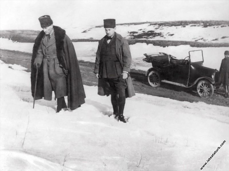 İnönü Savaşları günlerinde Ankara'nın yakınlarında Dikmen sırtlarına çıkarken. (12.02.1921)