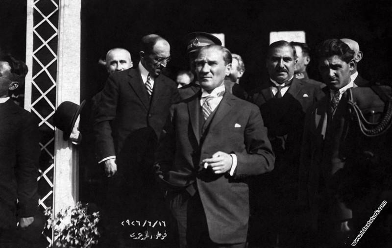 Atatürk'ün İzmir'e gelişi. (16.06.1926)...