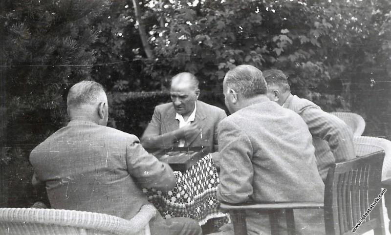 Mustafa Kemal Atatürk Yalova'da Salih Bozok'la tav...