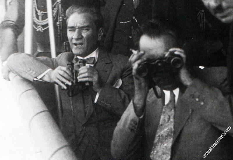 Mustafa Kemal Atatürk Söğütlü Yatı'nda, İstanbul. ...
