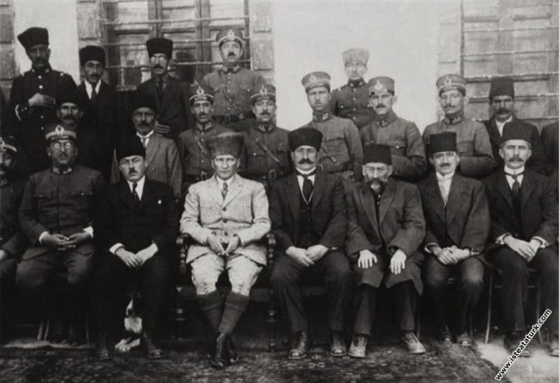 Mustafa Kemal Paşa, ilk büyük kongreyi  topladığı ...