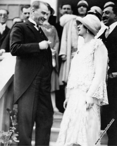 Mustafa Kemal Paşa Kral Emanullah Han ve davetlile...