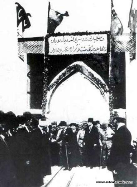 Halk Hamidiye Zırhlısı ile Samsun'a gelen Cumhurba...