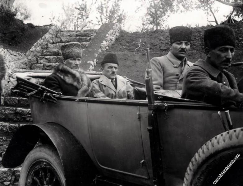Mustafa Kemal Paşa Ankara'da. (05.01.1922)...