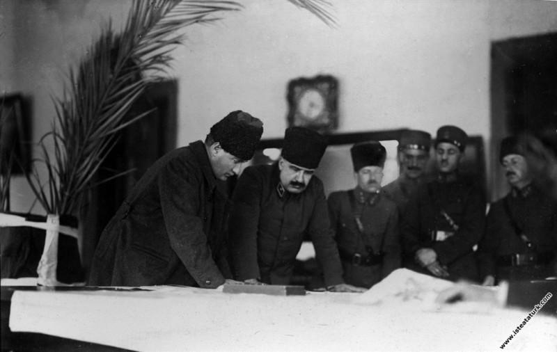 İzmir Ordu Evinde Kurtuluş Savaşı komutanlarıyla H...