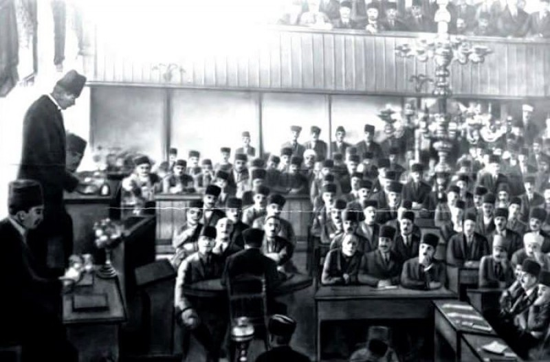 Mustafa Kemal TBMM'nde konuşma yaparken. (1922)...