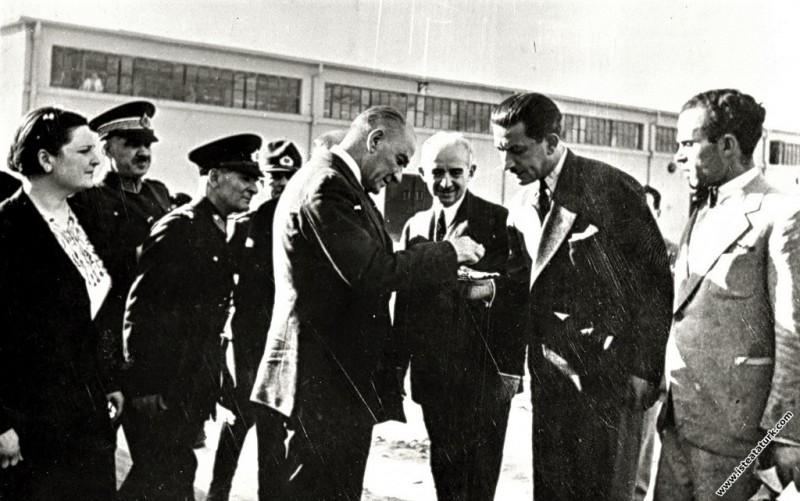 Atatürk, Sümerbank Nazilli Basma Fabrikası'nın açı...