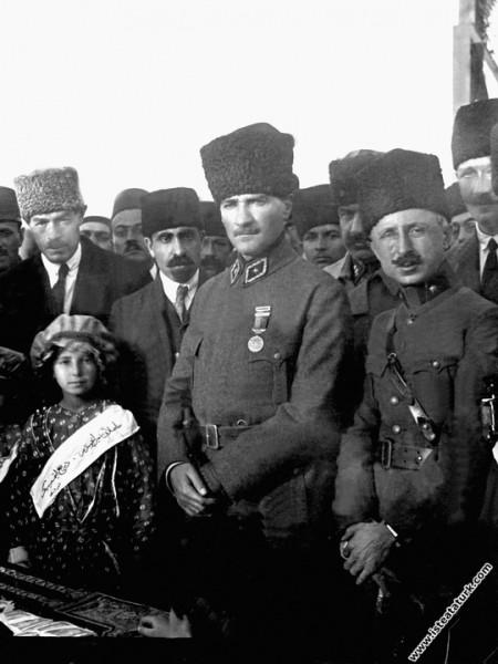 Ankara Hipodrom'da General Refet Bele ile Büyük Ta...