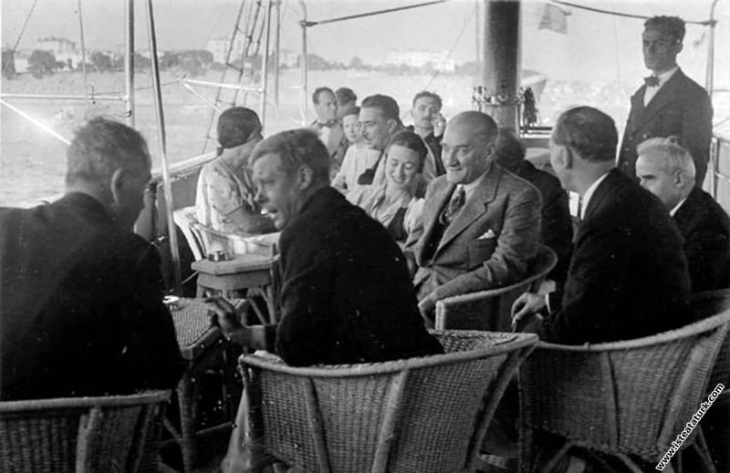 İngiltere Kralı VIII. Edward ile Atatürk Ertuğrul Yatı'nda, Moda'da düzenlenen deniz yarışlarında. (06.09.1936)