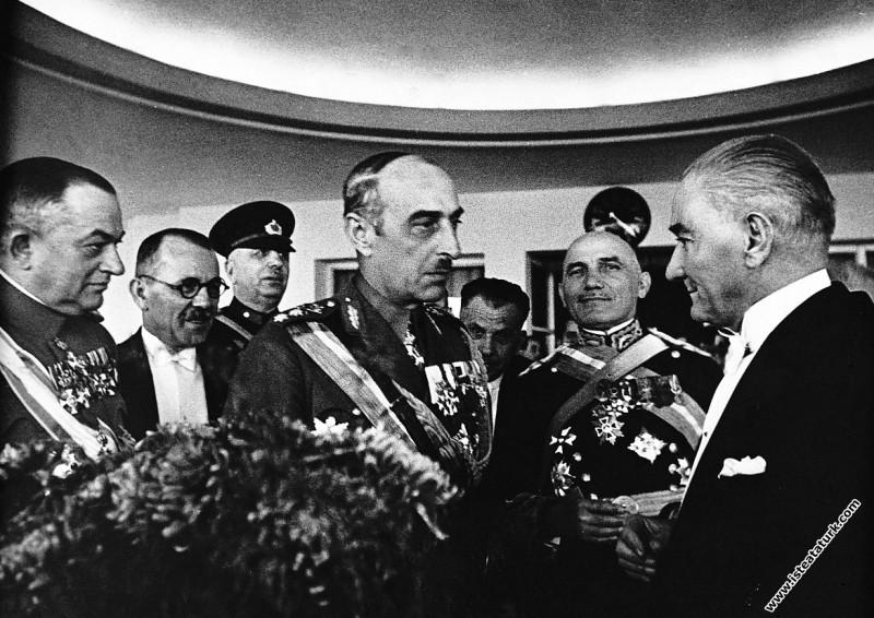 Mustafa Kemal Atatürk, Cumhuriyet Bayramı'nda yaba...