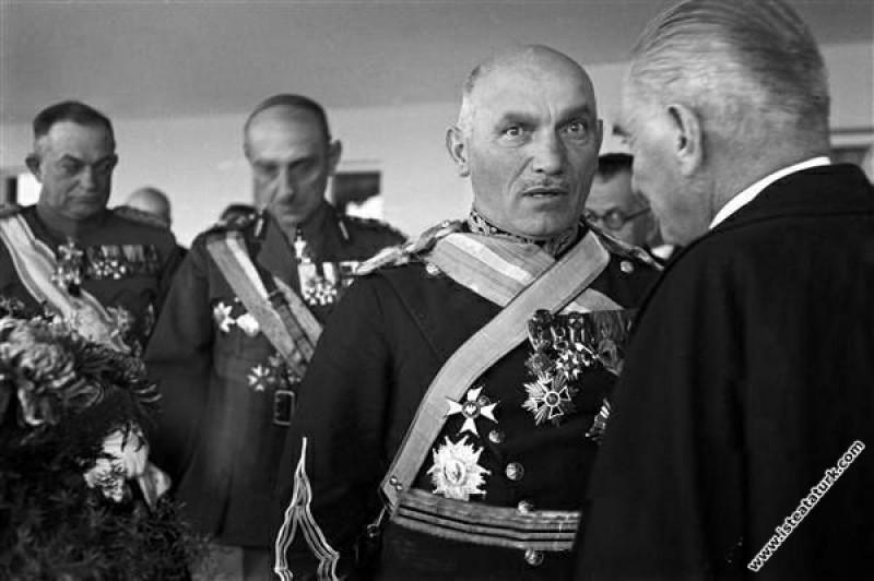 Mustafa Kemal Atatürk, Cumhuriyet Bayramı'nda Yugo...
