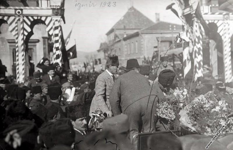 Başkomutan Mustafa Kemal Paşa, İzmir Basmane Gar'ı...
