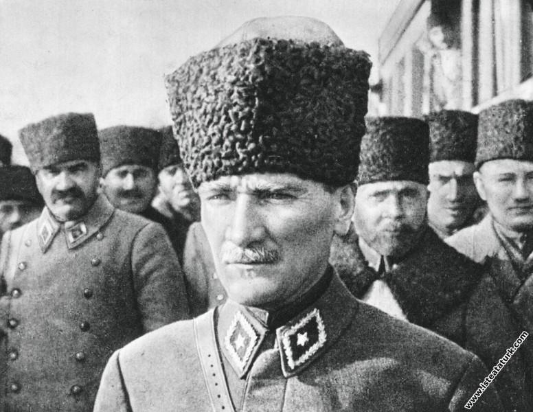 Başkomutan Mustafa Kemal, Mareşal Fevzi Çakmak ve ...