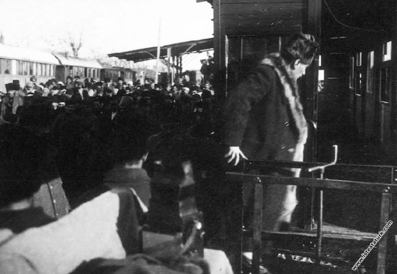 Başkomutan Mustafa Kemal, İzmir'e annesinin mezarı...