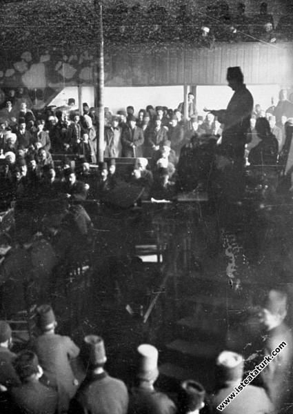 TBMM Başkanı Mustafa Kemal, Mecliste konuşurken...