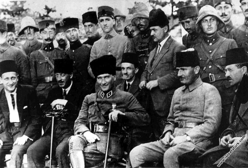 Mustafa Kemal Paşa ve Cevat Abbas Gürer Karaçam'da...