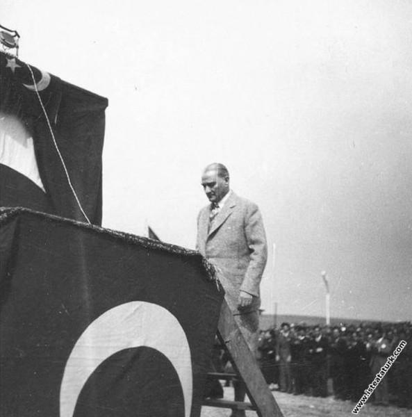 Mustafa Kemal Atatürk, Türk Kuşu'nun açılışında, Etimesgut, Ankara. (03.05.1935)