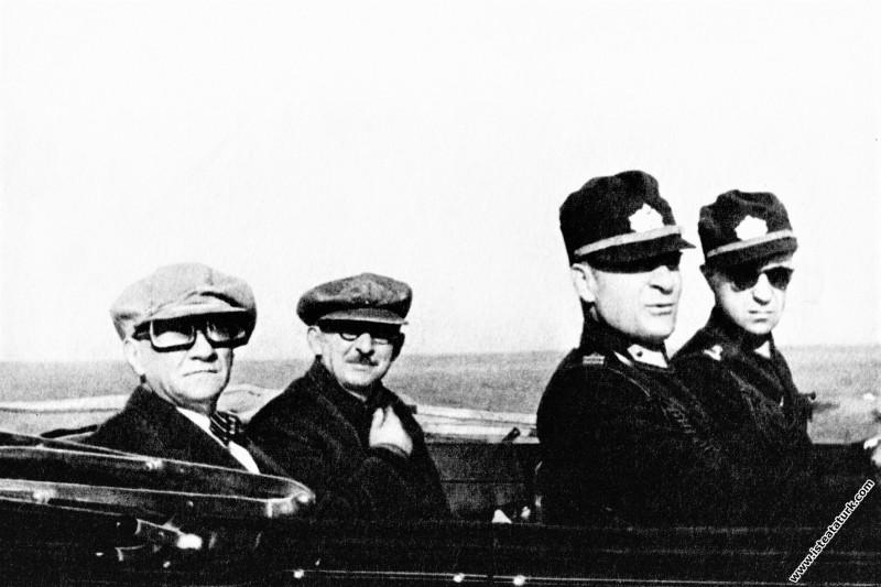 Mustafa Kemal Atatürk, Ege Manevraları'nda İsmet İ...