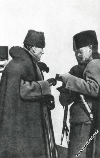 İnönü Savaşları'nın cereyan ettiği topraklarda inceleme yaparken, Bozüyük. (14.02.1921)
