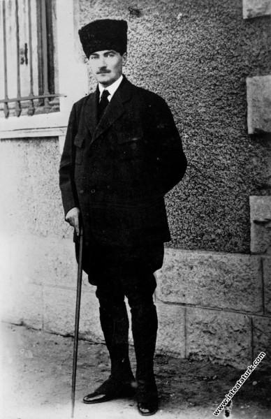 Gazi Mustafa Kemal İzmir'de İplikçizade Köşkü'nde. (09.1922)