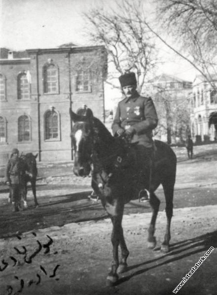 II.Ordu Komutanı  Mustafa Kemal, Diyarbakırda. (1....