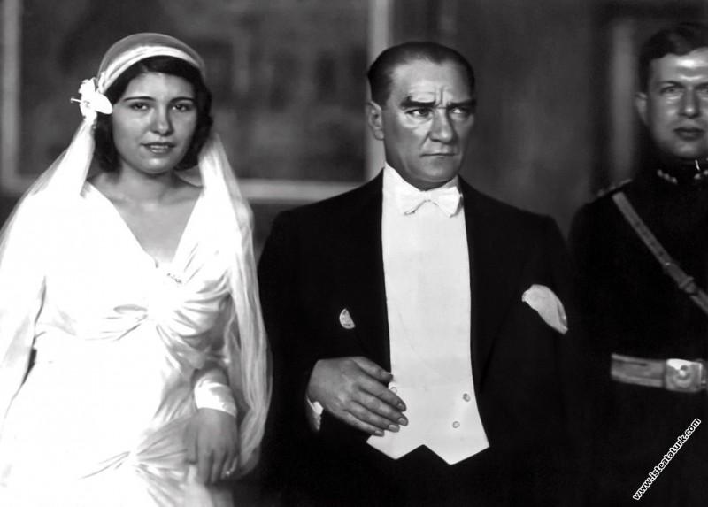 Mustafa Kemal Atatürk, Dolmabahçe Sarayı'nda Fahrettin Altay'ın kızı Hayrunnisa Hanım'ın nikah töreninde. (29.09.1932)