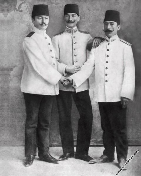 Mustafa Kemal, Halil ve Müfit Beylerle Beyrut'ta. ...