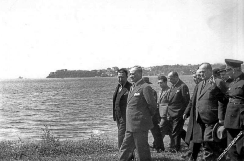 Mustafa Kemal Atatürk, Fener yolunda beraberindeki...