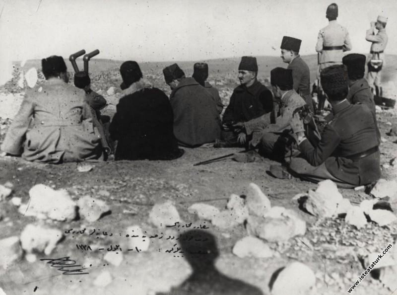 Sakarya Meydan Savaşı'nda Duatepe'de komutanla...