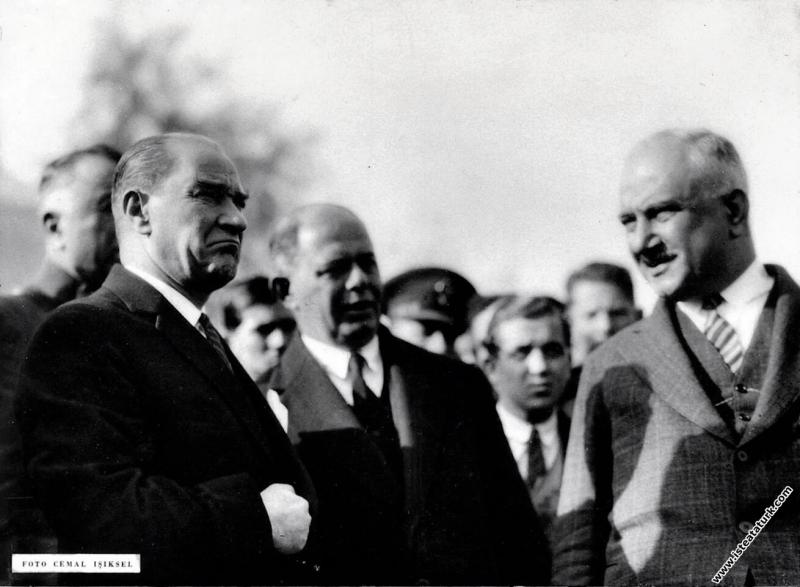 Mustafa Kemal Nazilli'de incelemeler yaparken. (04...