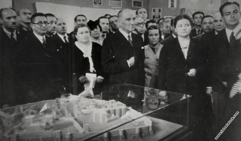 Mustafa Kemal Atatürk, II. Türk Tarih Kongresi'nde...