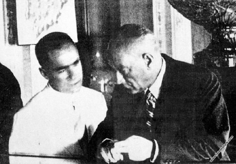 Mustafa Kemal Atatürk, II Türk Tarih Kurultayı dol...