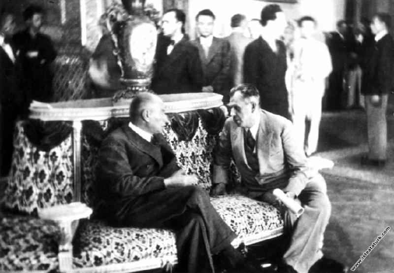 Mustafa Kemal Atatürk, Türk Tarih Kurultayı'nda Ba...