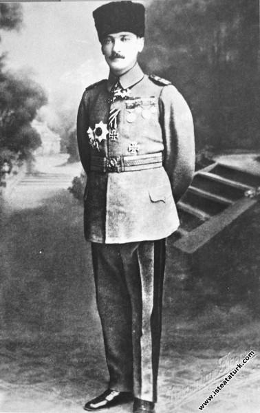 Tuğgeneral Mustafa Kemal. (1918)...