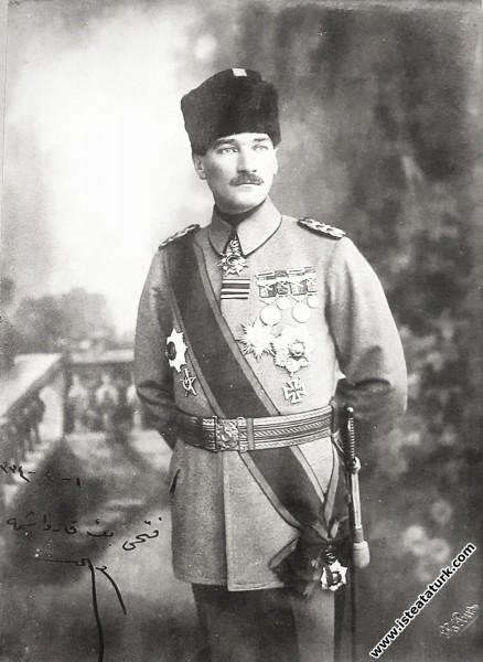 Mustafa Kemal Ordu Komutanı ve Padişah Yaveri iken...