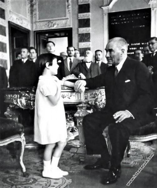Mustafa Kemal Atatürk manevi kızı Ülkü ile Dolmaba...