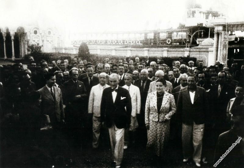 Mustafa Kemal Atatürk, II.Türk Tarih Kongresi'ne k...