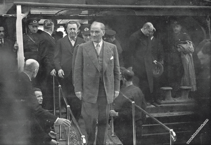 Mustafa Kemal Atatürk'ün Ankara'dan İstanbul'a gelişi, Dolmabahçe Sarayı. (17.05.1936)
